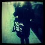 Miércoles mudo: Brazos, teta y Rock 'n' Roll