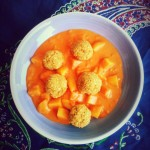 Albóndigas de avena con salsa de tomate y coco